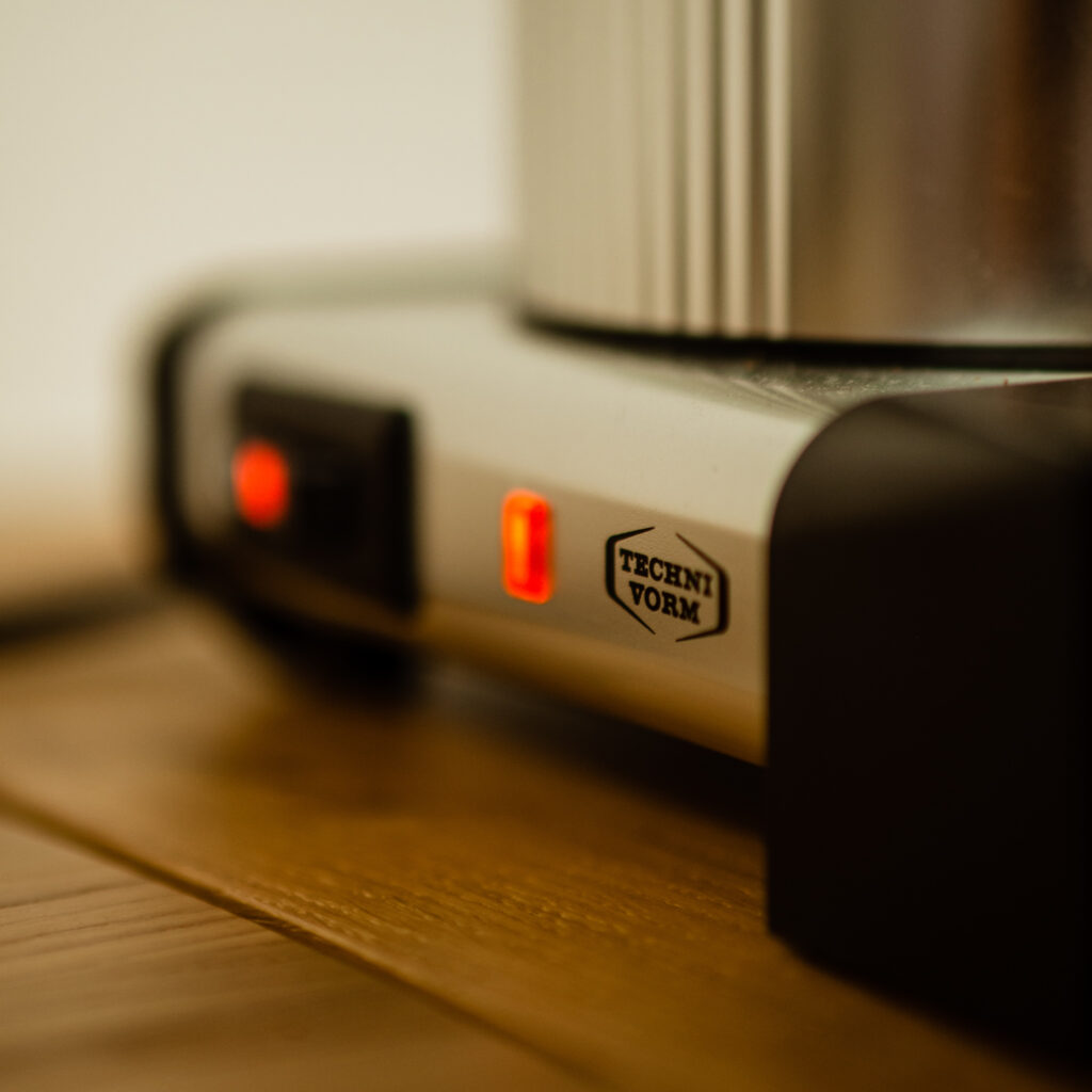 Kaffee in der Filtermaschine zubereiten