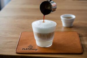 Latte Macchiato Milch und Espresso