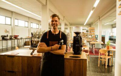 Beim Barista Kurs den Kaffee-Künstlern auf die Finger schauen